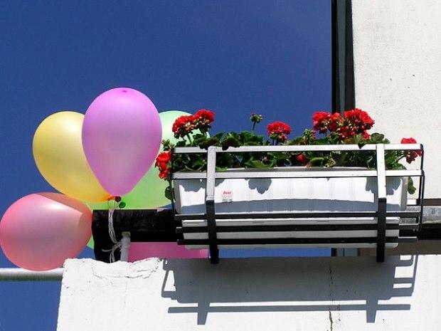 Balloons+balcony+6574