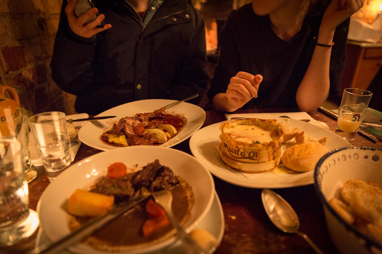 40 days of eating 22 la raclette mit vergn gen berlin. Black Bedroom Furniture Sets. Home Design Ideas