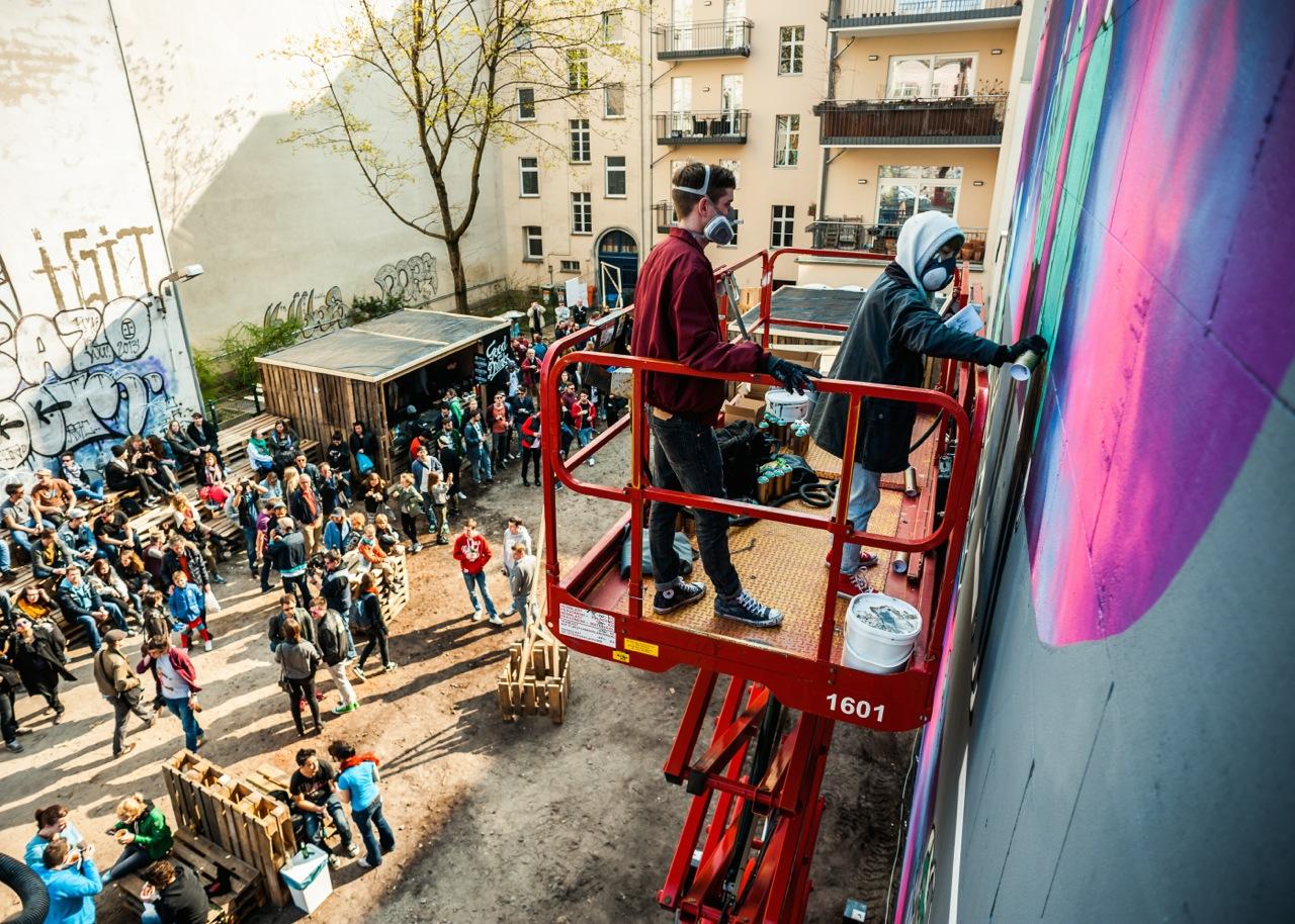 Wandmalerei fr hlingsgef hle beim converse clash wall bbq mit vergn gen berlin - Wandmalerei berlin ...
