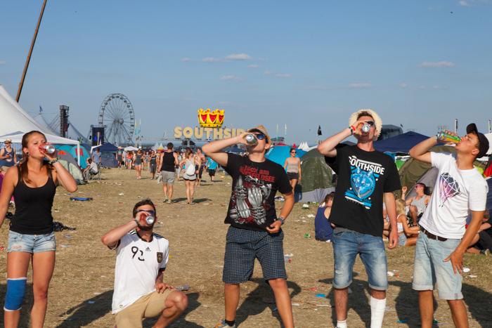 Wie hält man Festivals eigentlich ohne Alkohol aus?