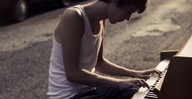 Barfuß_Am_Klavier_-_AnnenMayKantereit_-_YouTube