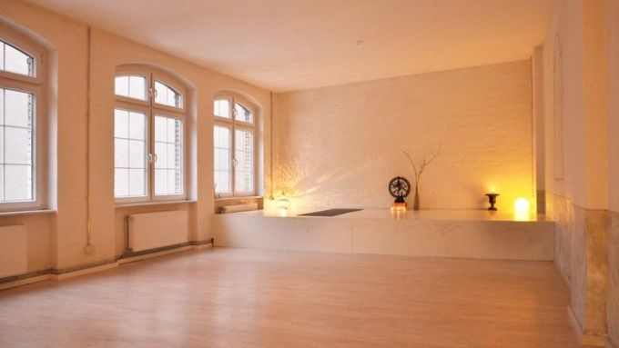 11 ziemlich gute yogastudios in berlin mit vergn gen berlin. Black Bedroom Furniture Sets. Home Design Ideas