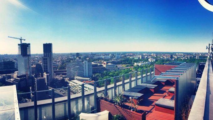 11 rooftop bars auf denen ihr den sommer in berlin genie en k nnt mit vergn gen berlin. Black Bedroom Furniture Sets. Home Design Ideas