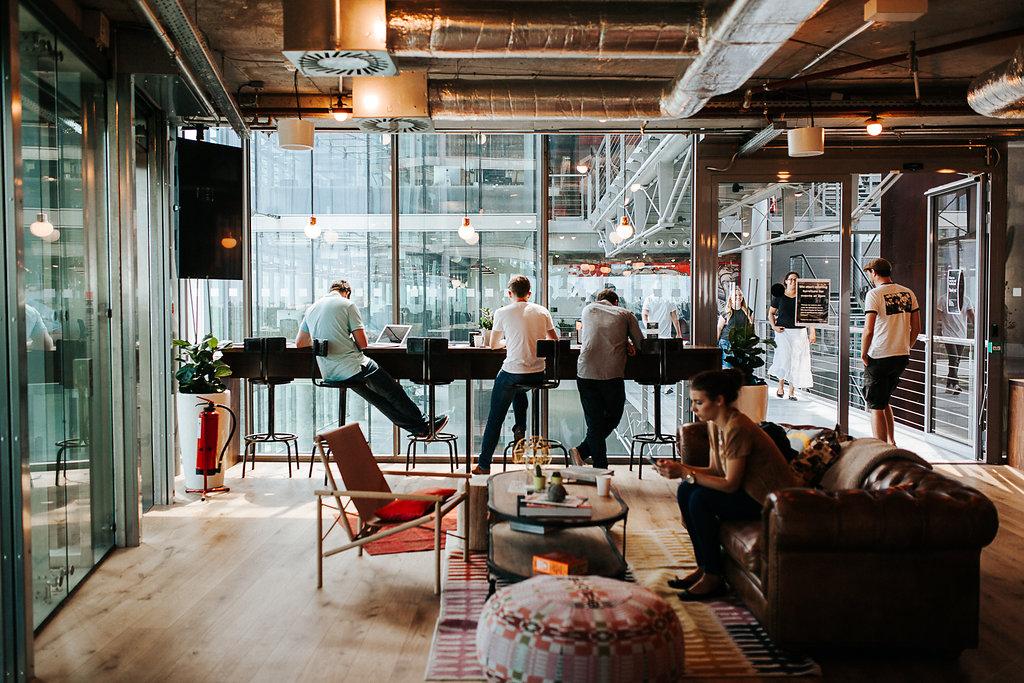 bier flatrate yoga kurse wir haben hinter die kulissen des co working spaces von wework. Black Bedroom Furniture Sets. Home Design Ideas
