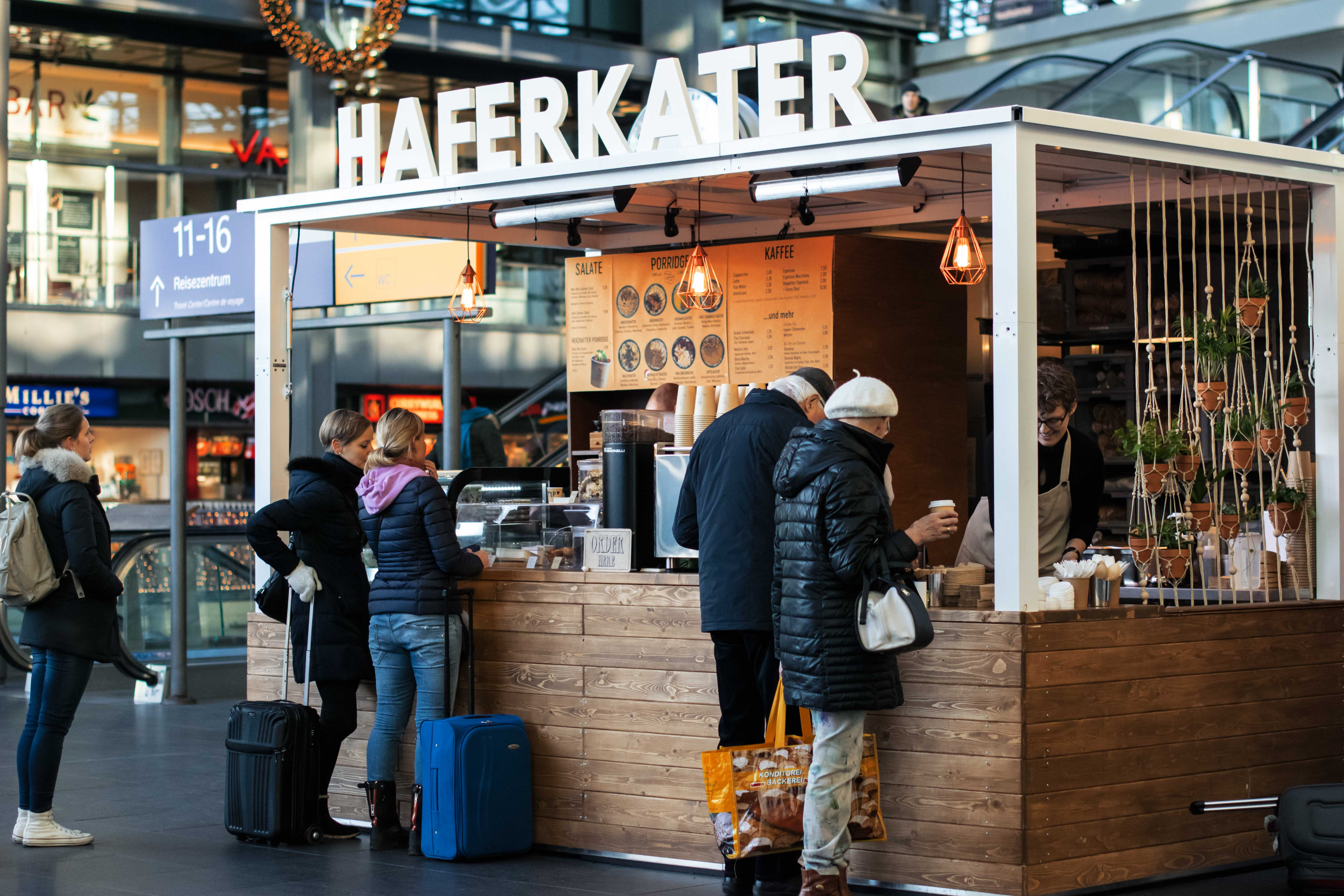 lecker der haferkater zieht in den hauptbahnhof ein mit vergn gen berlin. Black Bedroom Furniture Sets. Home Design Ideas