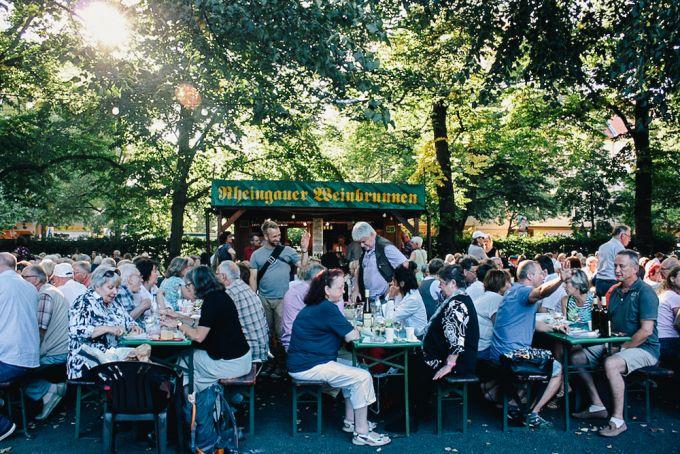 Picknicken und Wein trinken - Rheingauer Weinbrunnen am