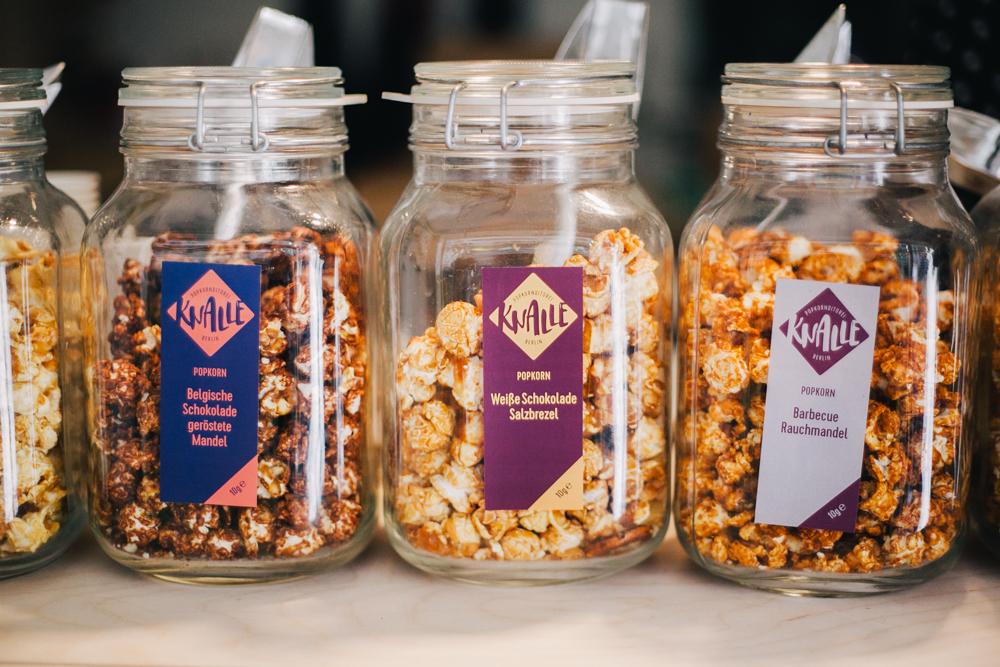 knalle popcorn gibt 39 s jetzt auch endlich im westen zu. Black Bedroom Furniture Sets. Home Design Ideas