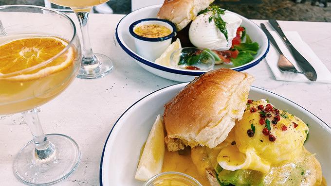 Eggs Benedict, Mimosa, Allan's Breakfast Club, ABC, Frühstück im Prenzlauer Berg