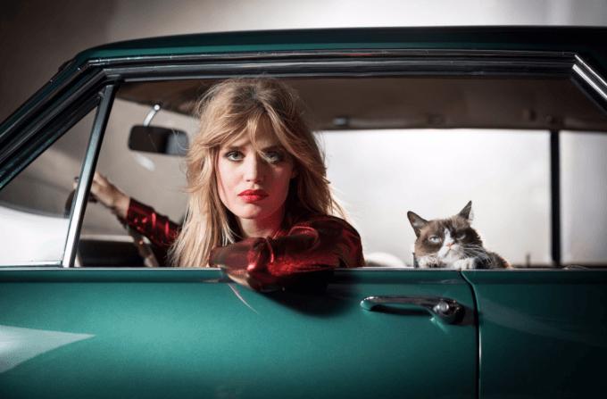 opel zeigt seinen lifestyle-kalender mit grumpy cat und lädt zum