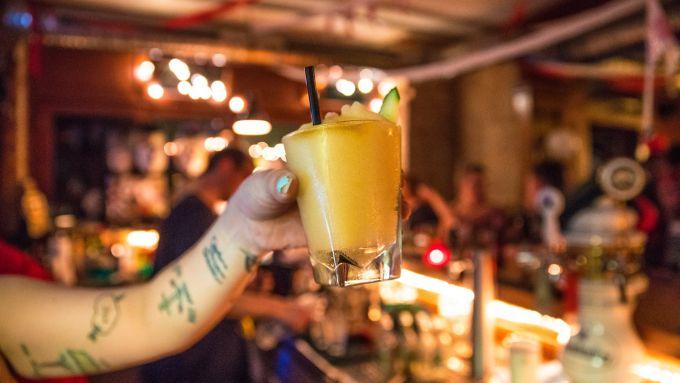 11 Tolle Bars In Prenzlauer Berg Die Ihr Kennen Solltet Mit