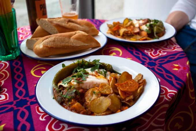 Nordafrikanische Streetfood Kuche Im Koshary Lux Mit Vergnugen Berlin