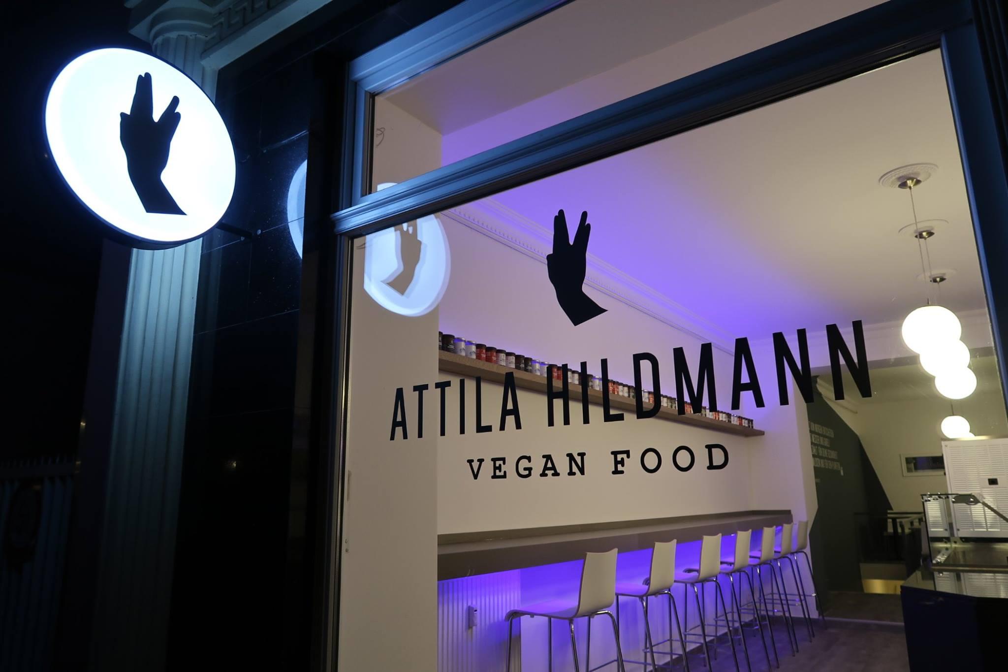 attila hildmann hat sein erstes restaurant in berlin er ffnet und die meinungen sind gespalten. Black Bedroom Furniture Sets. Home Design Ideas