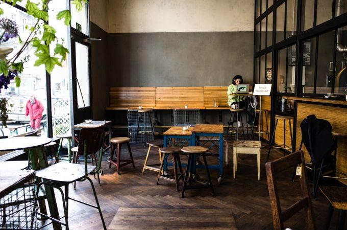 Selbstgerosteter Kaffee Und Kiezcafe Flair Im Kaffee 9 In