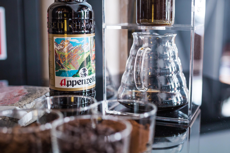 der beste drinks f rs wochenende wenn cold drip coffee auf appenzeller trifft mit vergn gen. Black Bedroom Furniture Sets. Home Design Ideas