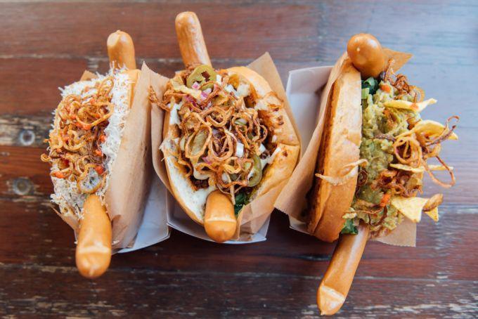 die etwas anderen hot dogs bei hot doggern in friedrichshain mit vergn gen berlin. Black Bedroom Furniture Sets. Home Design Ideas