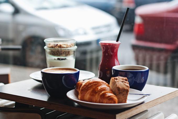 Guter Kaffee Und Leckere Kuchen Im Leuchtstoff In Neukolln Mit