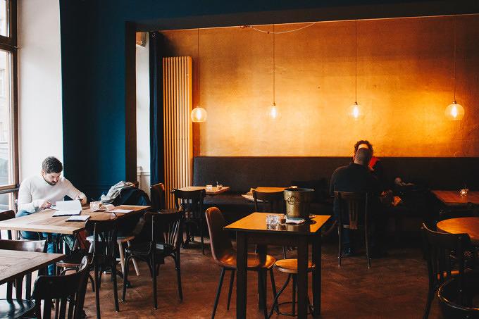 brunch tapas und wohnzimmeratmosph re im neumond in mitte mit vergn gen berlin. Black Bedroom Furniture Sets. Home Design Ideas