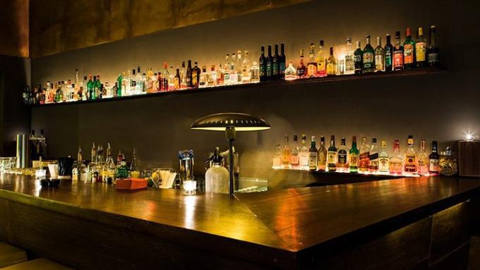 11 bars in kreuzberg die ihr kennen solltet mit. Black Bedroom Furniture Sets. Home Design Ideas