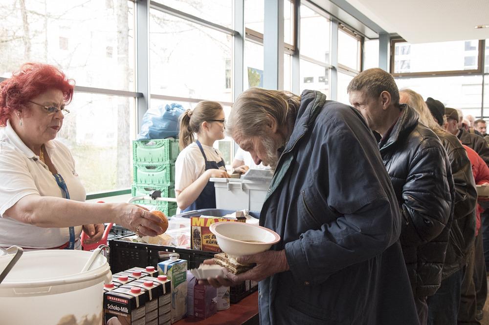 Wo Obdachlose ein Zuhause finden – Zu Besuch in der Suppenküche ...