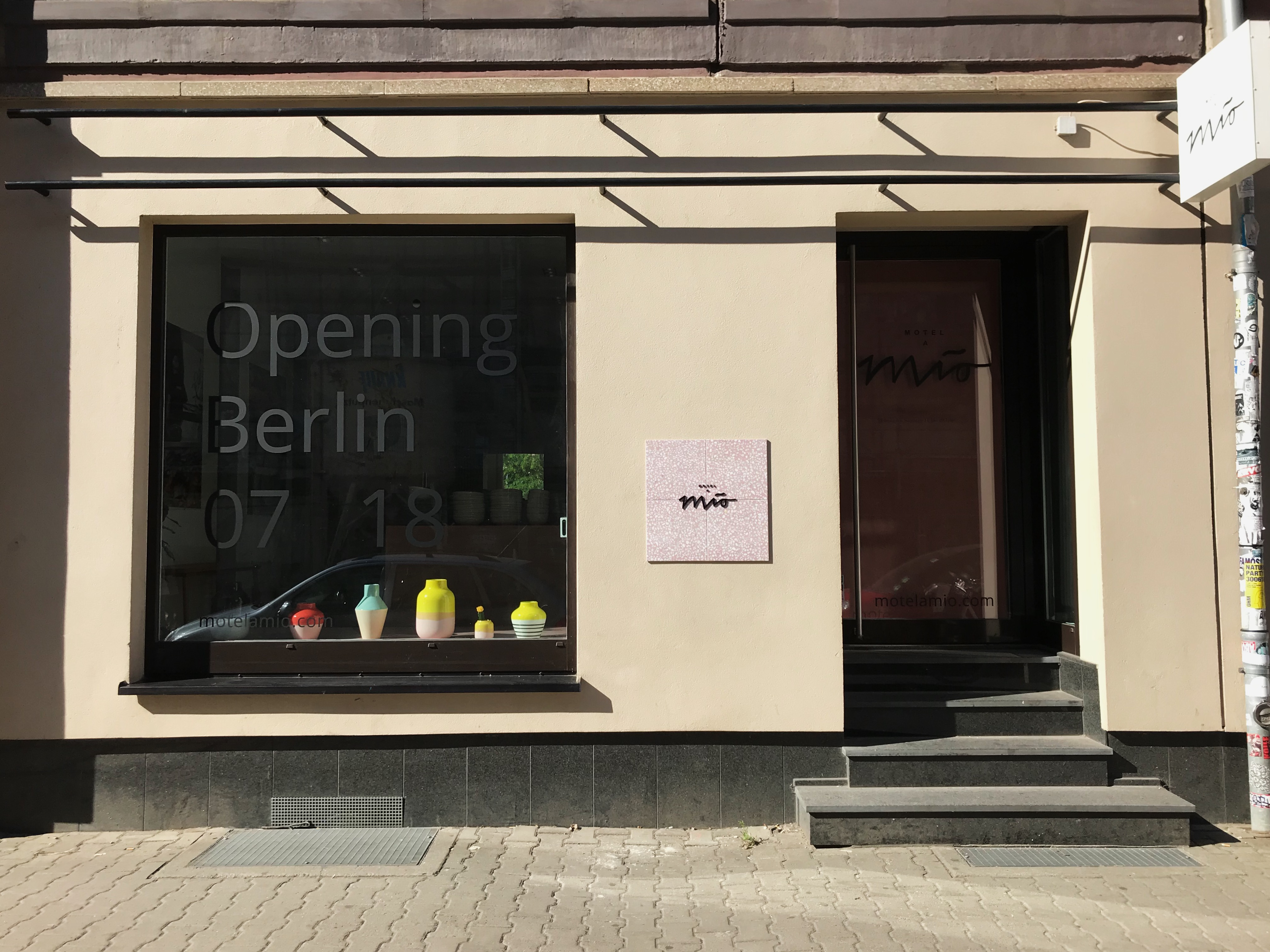 das keramiklabel motel a mio er ffnet endlich einen store in berlin mit vergn gen berlin. Black Bedroom Furniture Sets. Home Design Ideas
