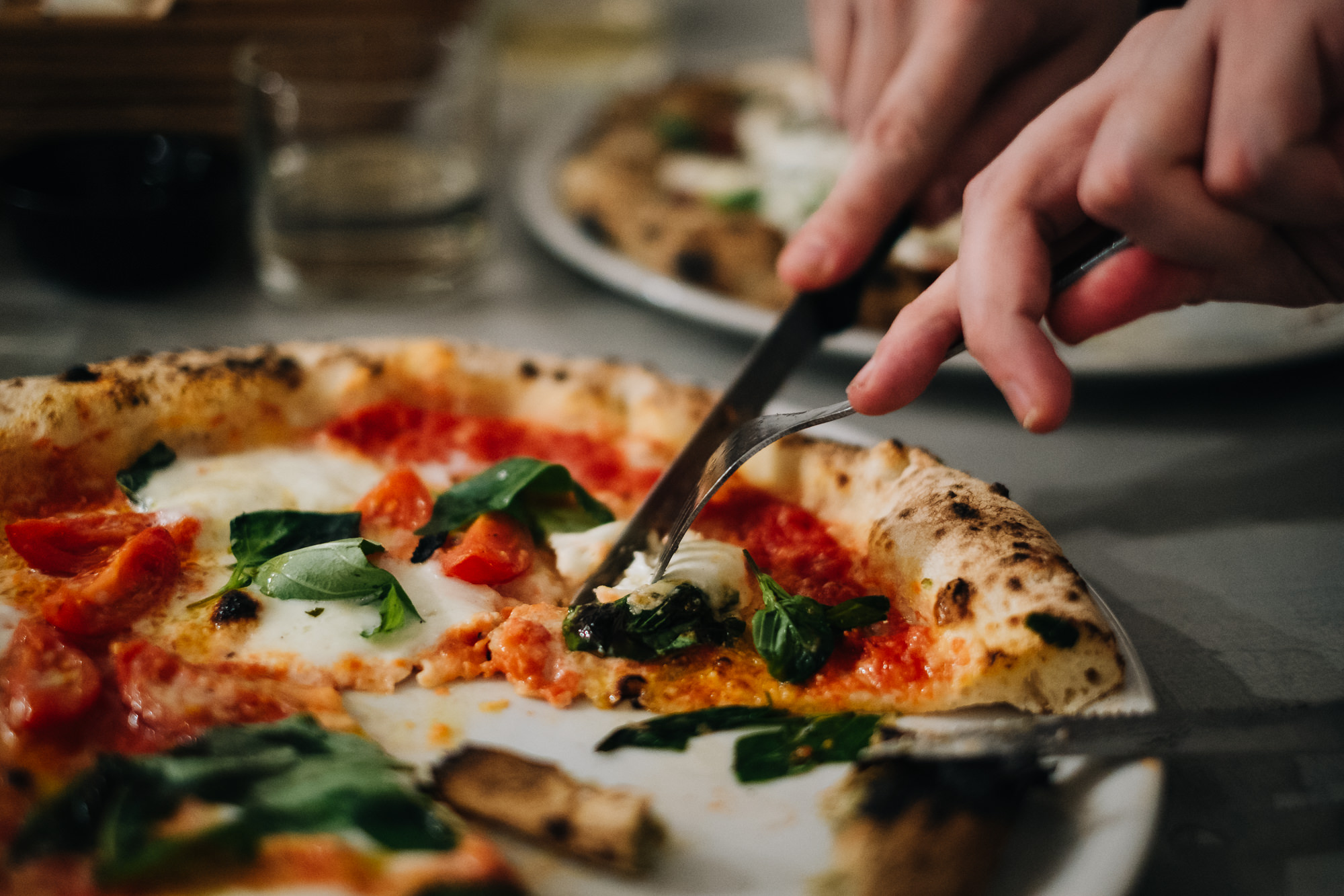 die beste pizza berlins gibt s in neuk lln bei w pizza mit vergn gen berlin. Black Bedroom Furniture Sets. Home Design Ideas