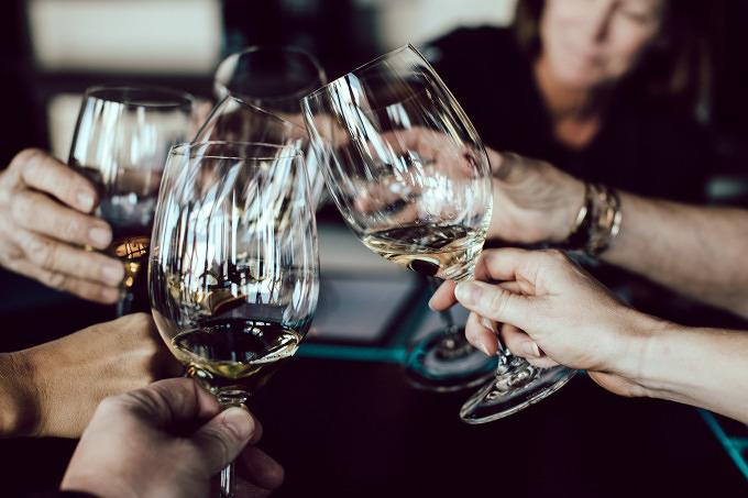 Anstoßen und genießen beim Great European Wines Festival by Vinho Verde