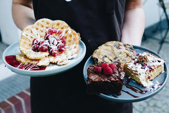 Bio Schokolade Aus Dem Hahn Im Plan Cafe In Kreuzberg Mit