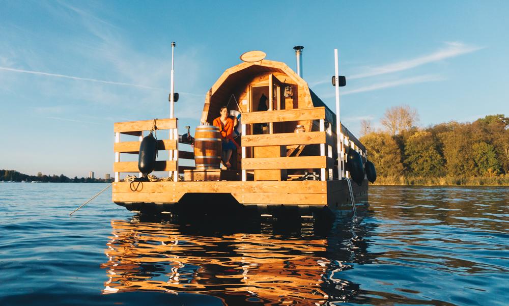 schwitzen und schwimmen vom saunafloss direkt in die havel h pfen mit vergn gen berlin. Black Bedroom Furniture Sets. Home Design Ideas