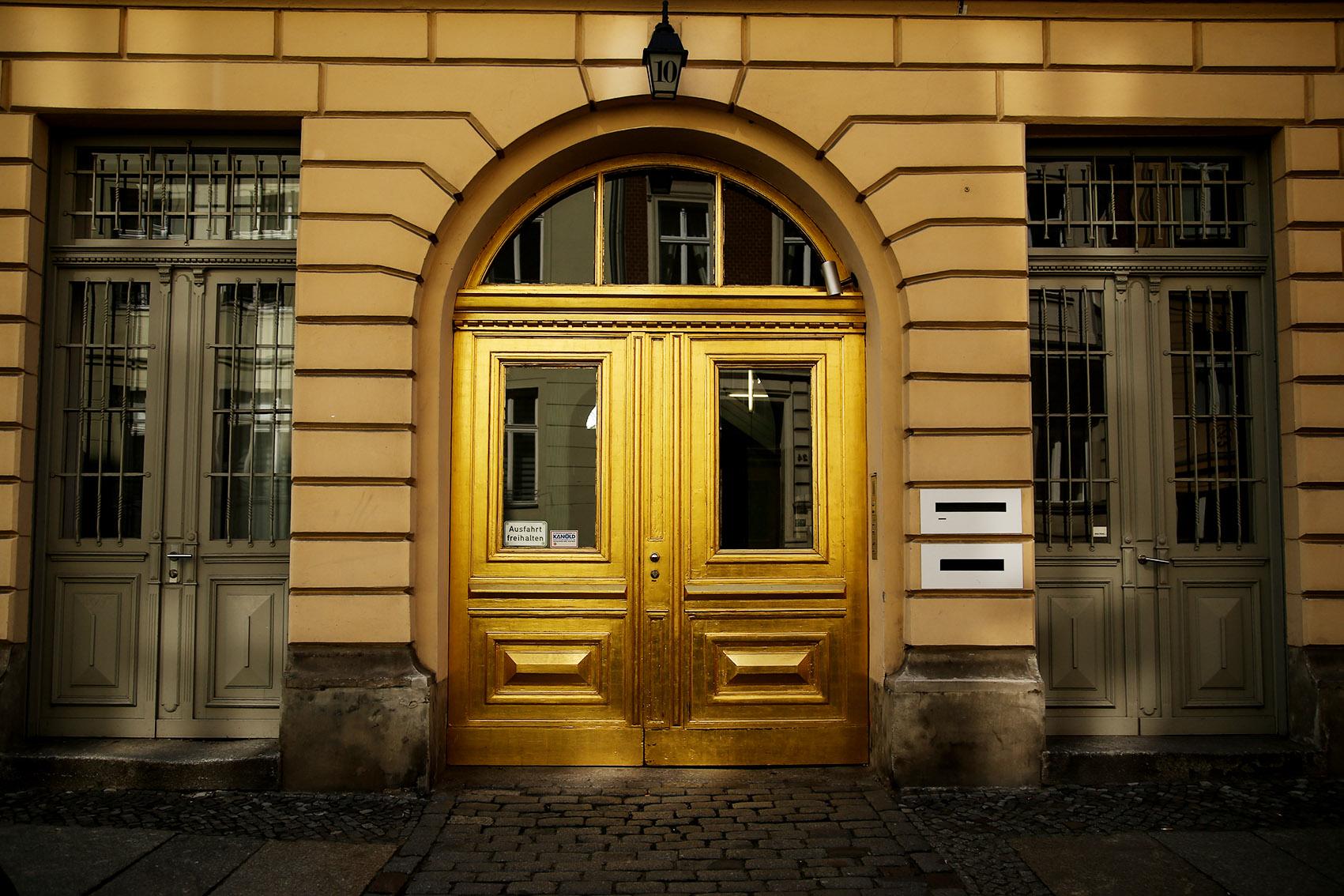 liebe zum detail 11 sch ne haust ren in berlin mit vergn gen berlin. Black Bedroom Furniture Sets. Home Design Ideas
