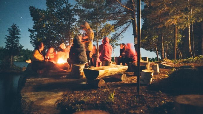 camping lagerfeuer wald see