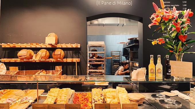 Auslage und Blick in die Küche der Sironi Bäckerei Schöneberg