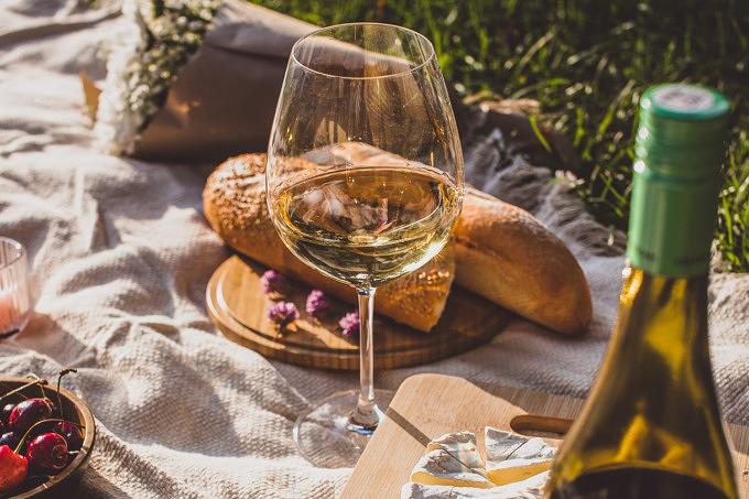 Picknick Wein Baguette Date