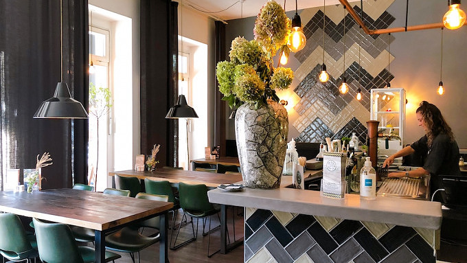 Fabis Esskultur, Restaurant, Currywurst Berlin, Friedrichshain