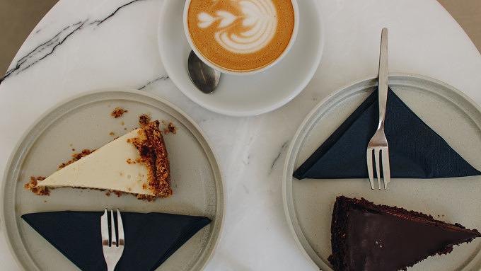 Kaffee und vegane Kuchen im jules Geisberg in Schöneberg