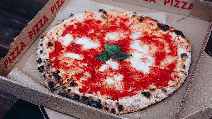 Pizza Margherita von Cheers Kiez Pizza im Karton